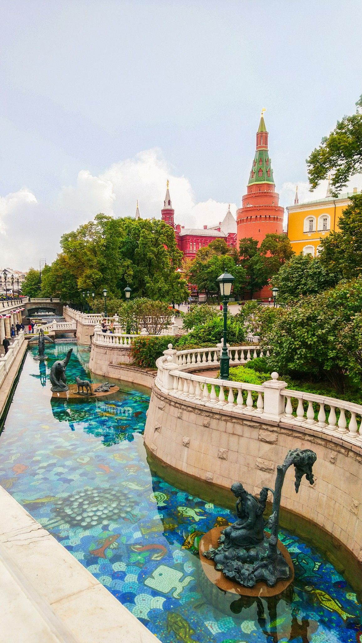 Alexander Garden in Moscow, Russia is one of the must-see places of the city  #travelrussia #moscow #russia #russiatravel