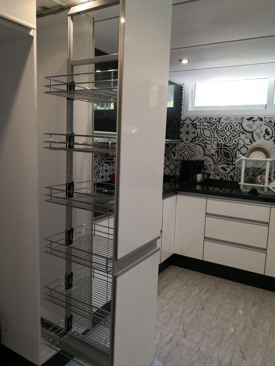 كولون يساعد على تنظيم الأغراض داخل مطبخك Kitchen Appliances Kitchen Home Decor