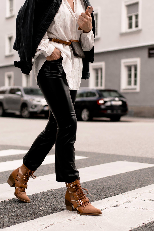 Mein Herbst Outfit mit Lederhose, Longbluse und Gürteltasche