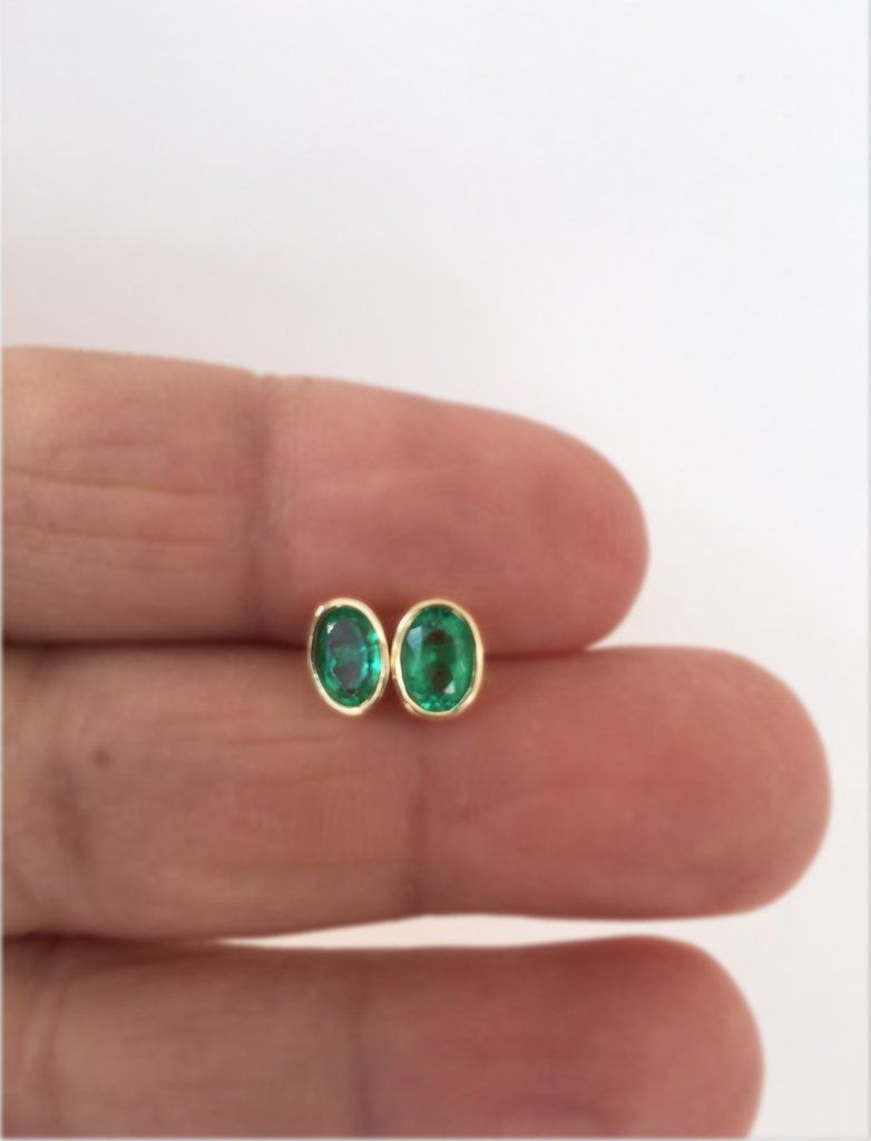 1c28204e9 0.60ct Stunning Colombian Emerald Oval Stud Earrings 18k Yellow Gold ...
