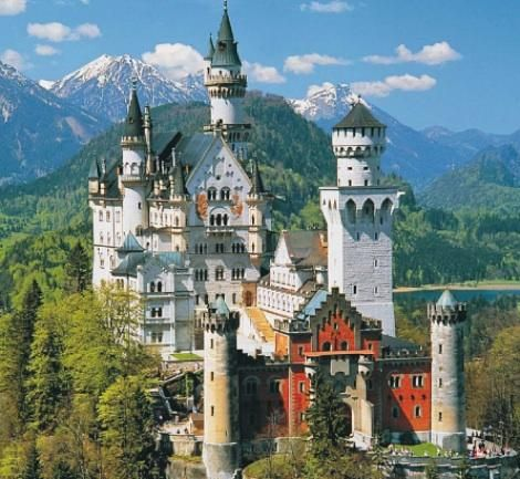 Schloss Neuschwanstein Was The Ultimate Fantasy Castle Of Mad King Ludwig It Was Built Between 1869 And 1886 In T Germany Castles Neuschwanstein Castle Castle