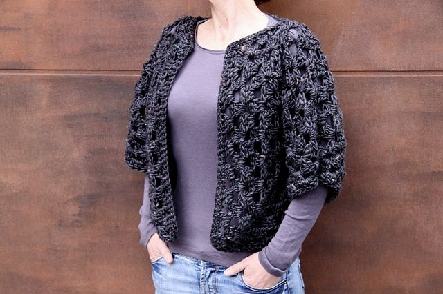 Granny shrug - free pattern & video. Made from two granny hexagons, so if you can crochet a granny square, you can make this. Check out the Ravelry project tab here, it's a pretty popular pattern ~ http://www.ravelry.com/patterns/library/granny-shrug-2 #crochet #granny_square
