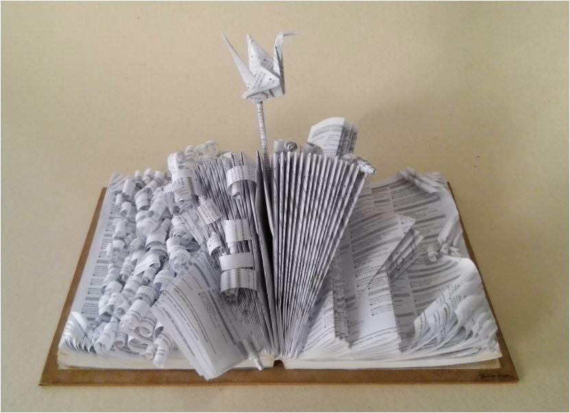 Escultura em livros - Agitação e Paz - 2015