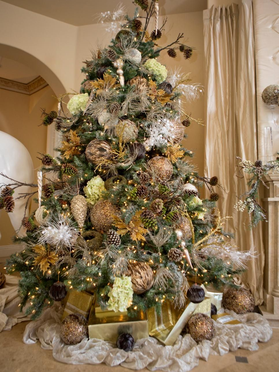 celebrity holiday homes - Celebrities Christmas Decorated Homes