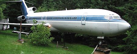 Bruce Campbell's home, made out of an old Boeing 727 (Trending Now)
