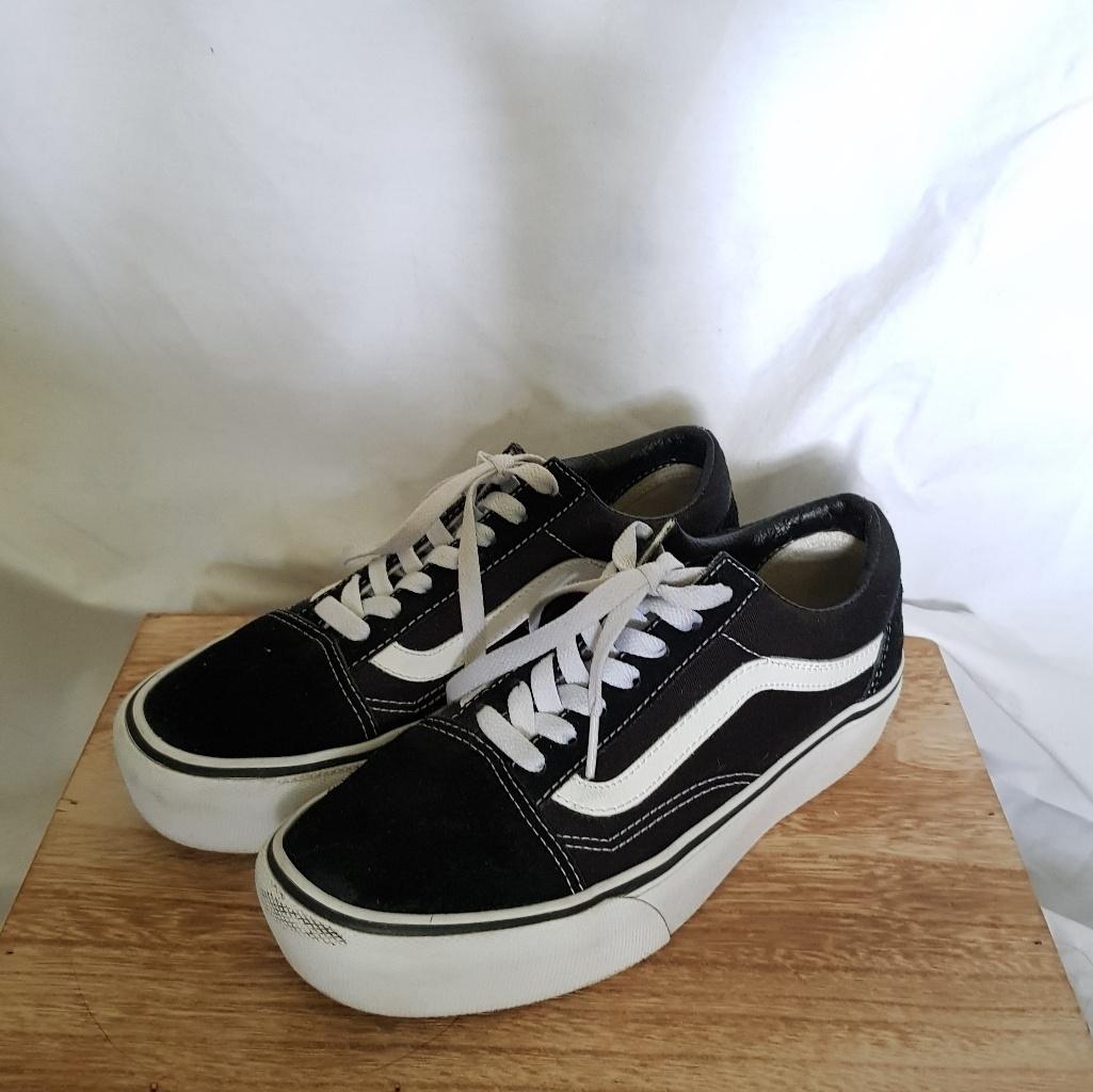 chaussure vans couleur noir et blanc
