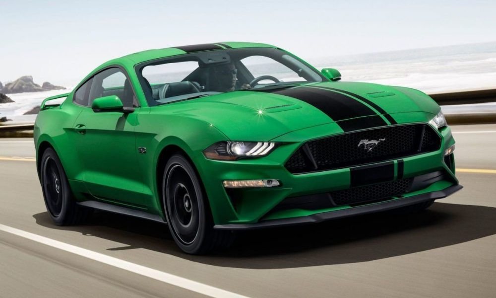 Green Ford Mustang Driving Ford Mustang Gt Mustang Verde Ford