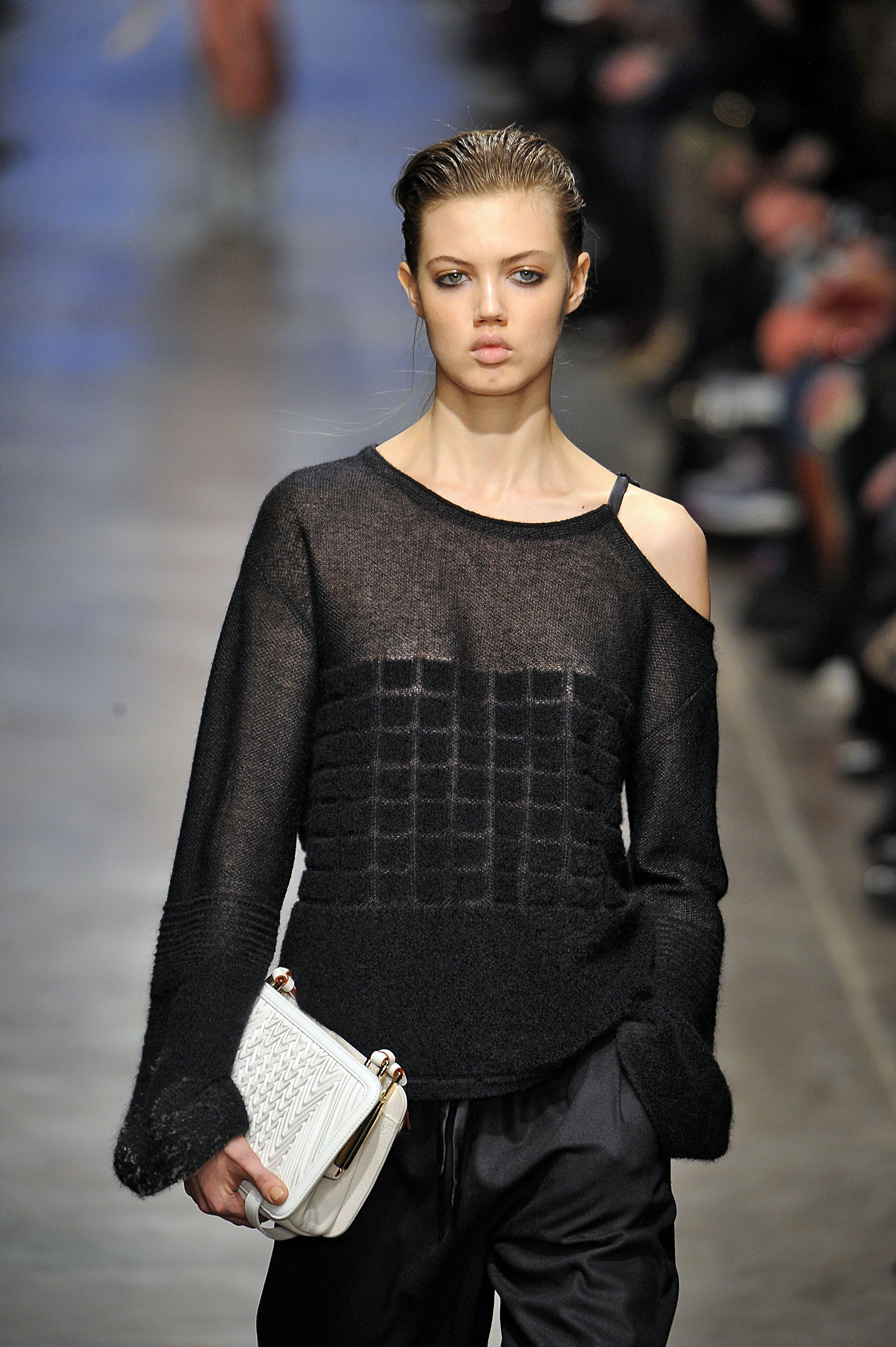 #Missoni - #Milan #Fashion #Week - like the should detail and asymmetric look