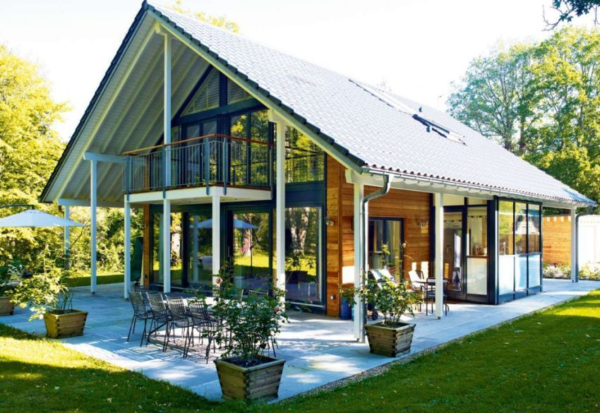 I love the design of this German home traditional and modern at