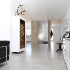 wohnbereich bauhaus villa in m nchen minimalistische wohnzimmer von 2p raum architekten. Black Bedroom Furniture Sets. Home Design Ideas