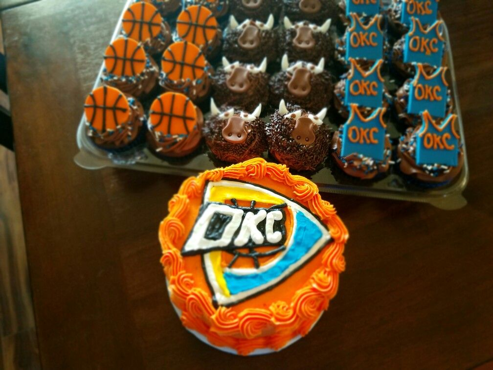 Thunder smash cake and cupcakes