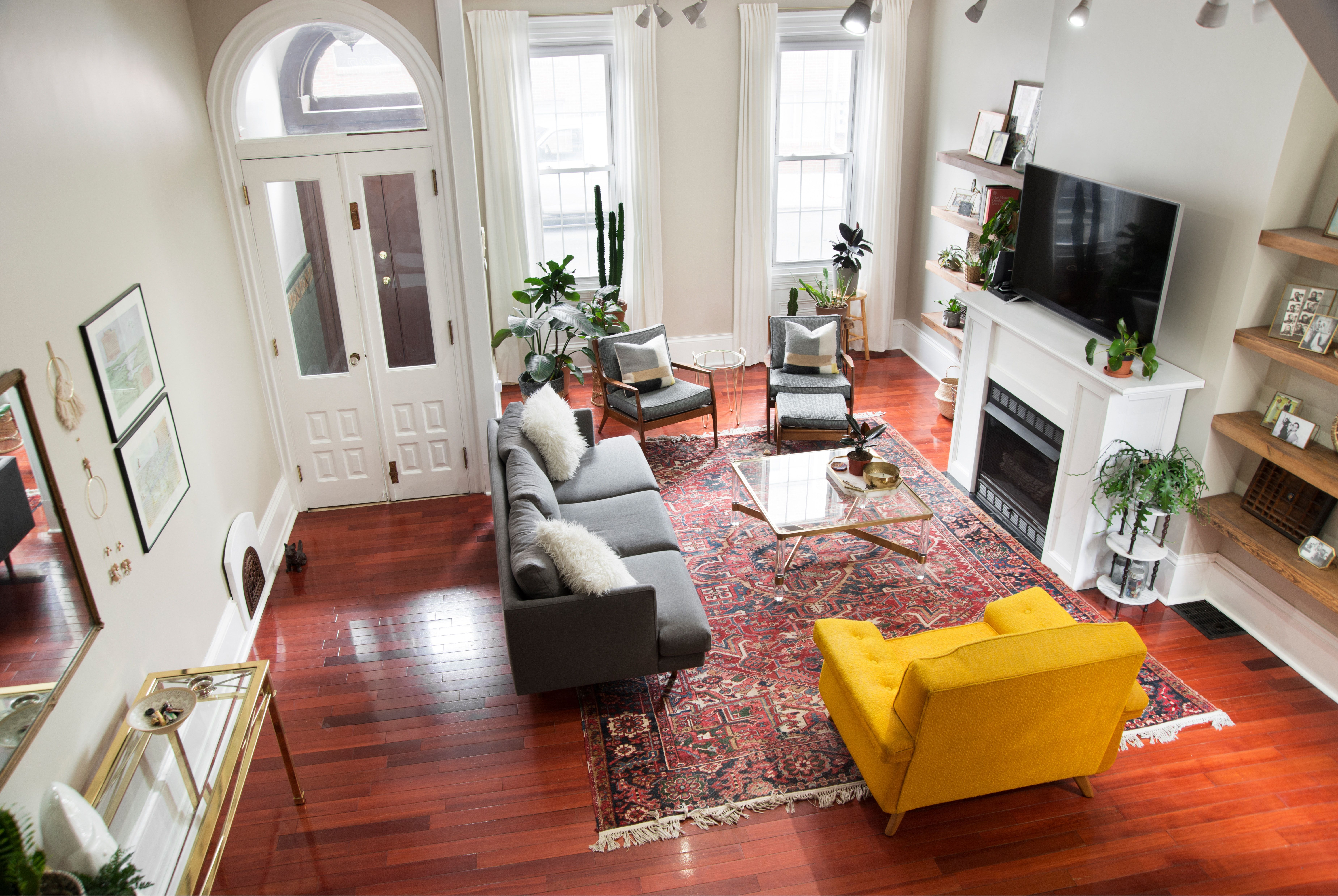 An 1860s Philadelphia Row Home Aces The Retro Eclectic Look Home Home Living Room Home Decor