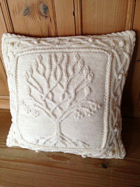 annemariep\'s Celtic Tree Pillow | Tejido, Cojines decorativos y Dos ...