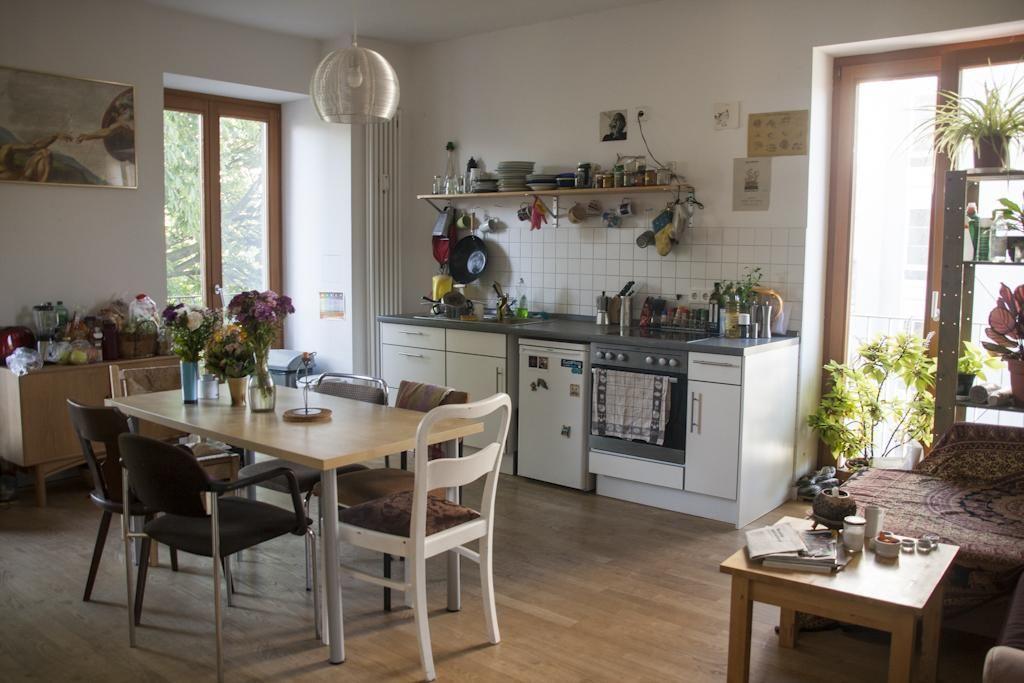 Eine großzügige Wohnküche einer WG in Berlin. #Wohnküche #Küche ...