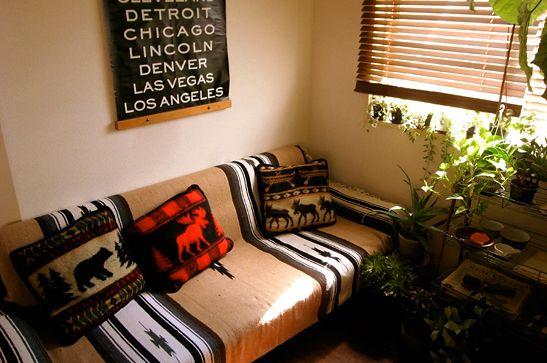 052「 冬 支 度 」- 日に日に冬らしくなる今日この頃、 家の中で一番長く過ごす場所も冬仕様に...