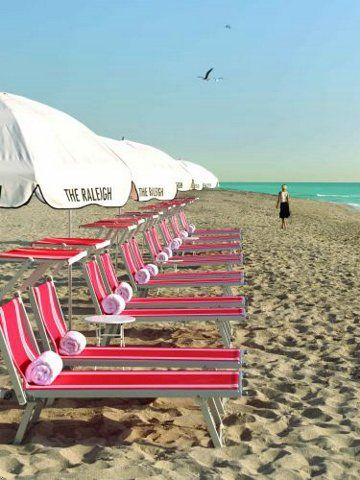 A Beach Life | Rosamaria G Frangini || Art Deco Beach Chairs at The Raleigh, Miami