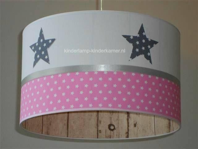 Kinderkamer Roze Grijs : Foto meisjeslamp roze grijs en steigerhout motief
