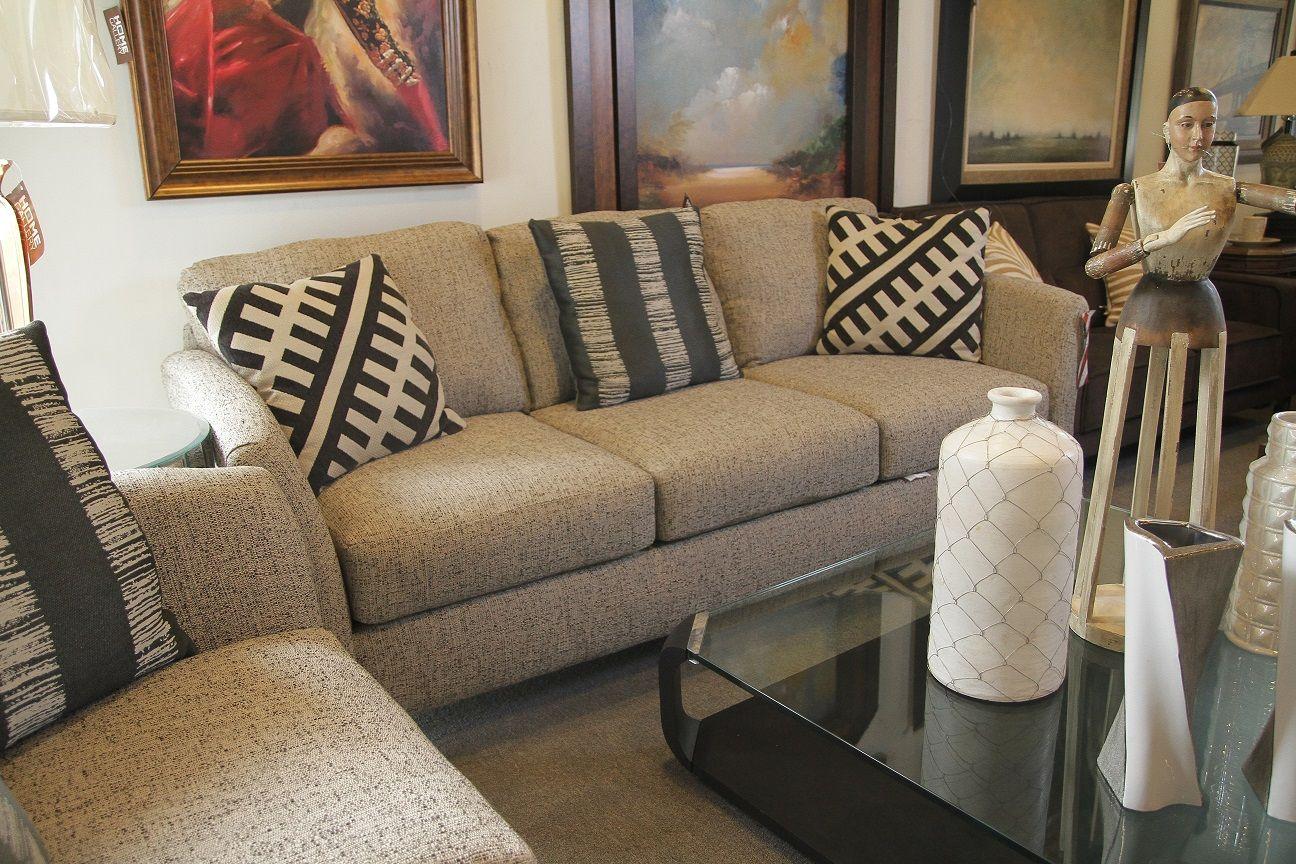 Juego de sala con sof s de 2 y 3 plazas en color crema for Jugar decoracion de interiores