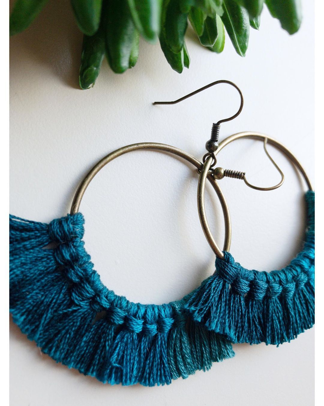 🌊O M B R È🌊 #hoopearrings #fiberearrings #oneofakind . . For shopping follow the link in bio.🔝 #handmade#macrame#polymerclay#craft#gift#art#accessories#special#craftshop#etsyshop