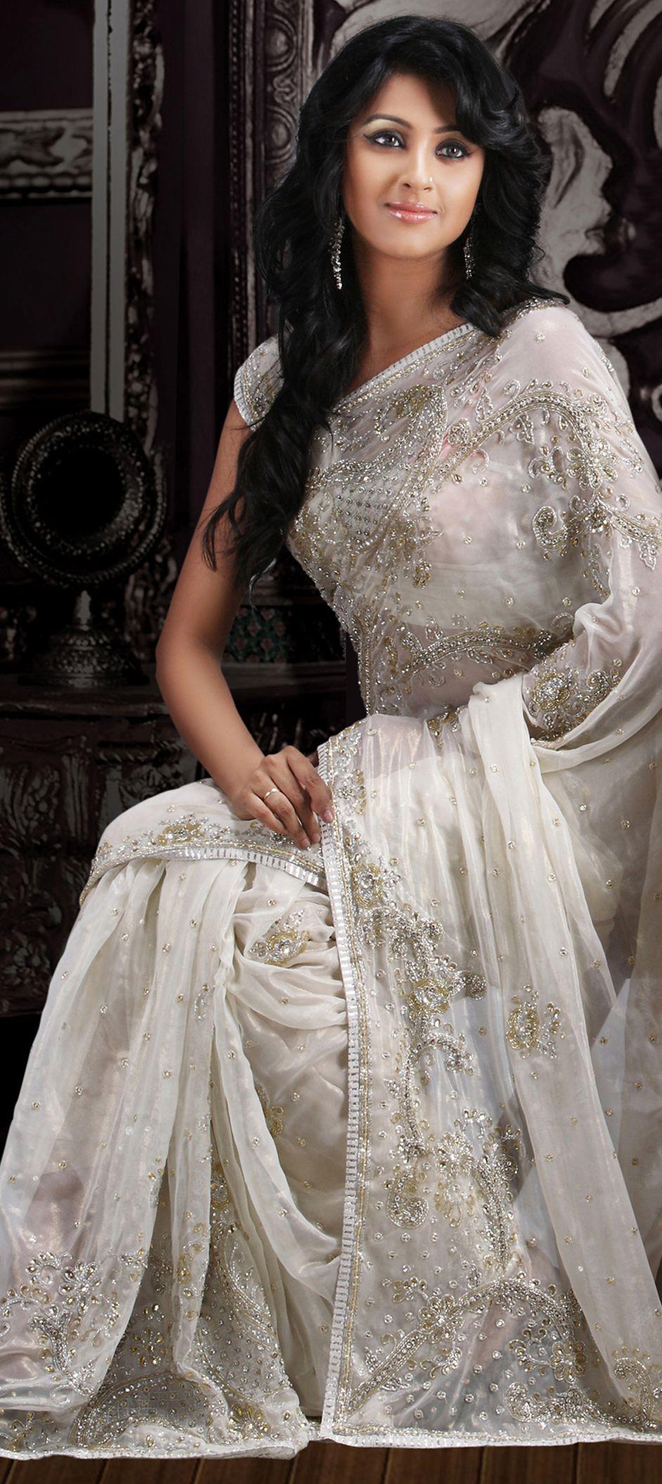 white saree dresses pinterest indische frauen wei es kleid und indische. Black Bedroom Furniture Sets. Home Design Ideas