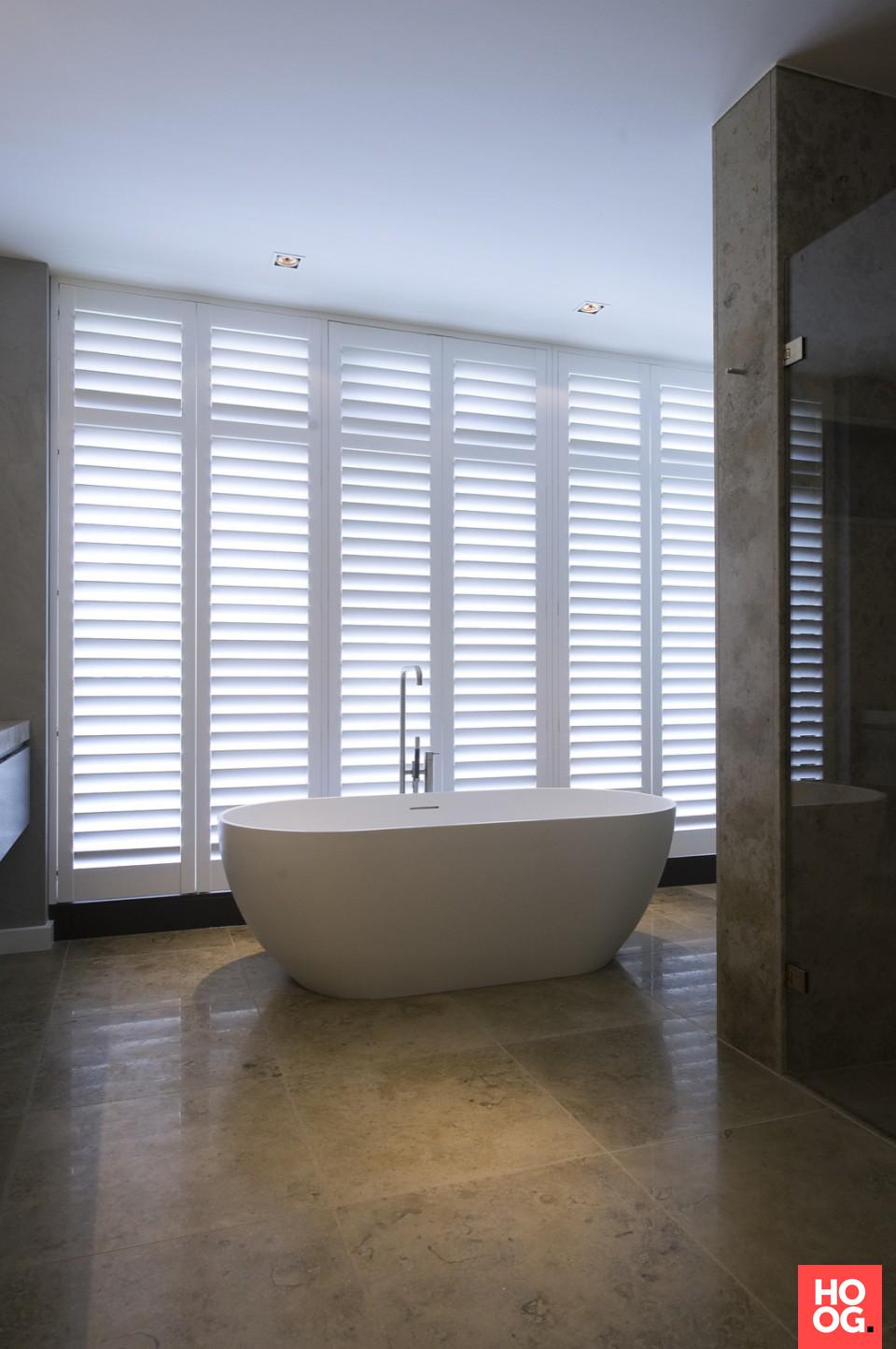 badkamer design met luxe ligbad badkamer ideeen design