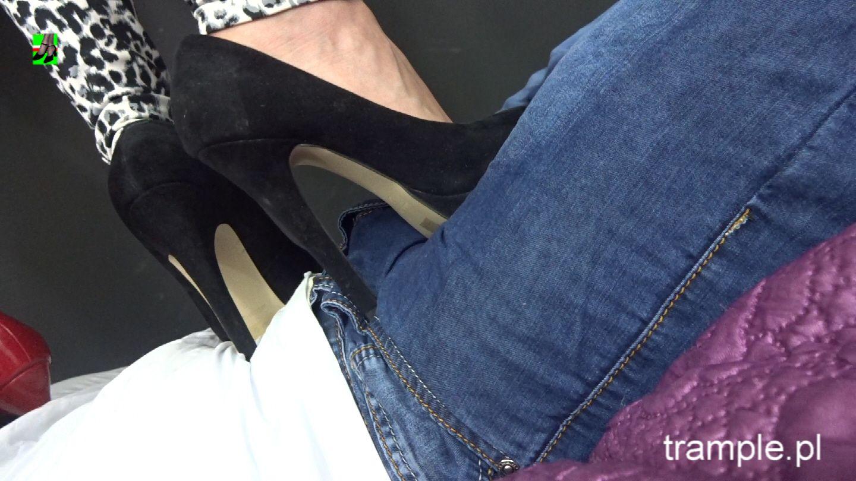 Трамплинг голыми ногами, Трамплинг босиком - видео top Her Flesh HD 18 фотография