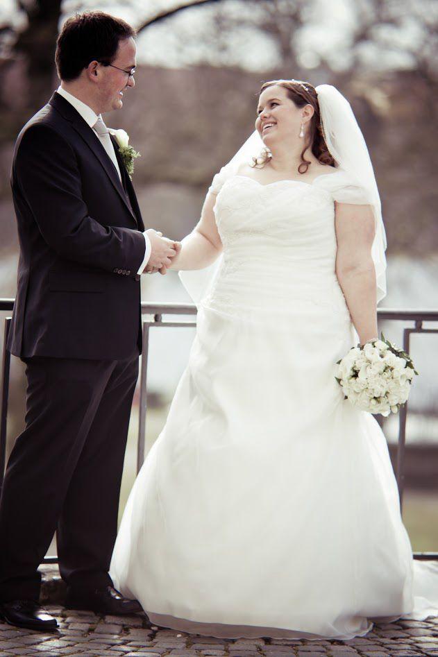 Plus Size Bräute: Kai {Wedding Wednesday   einfaches Brautkleid ...