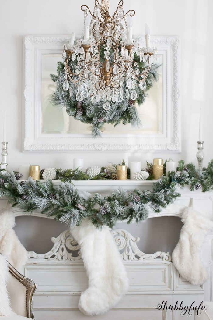 Elegant and Simple Christmas Living Room in White ...