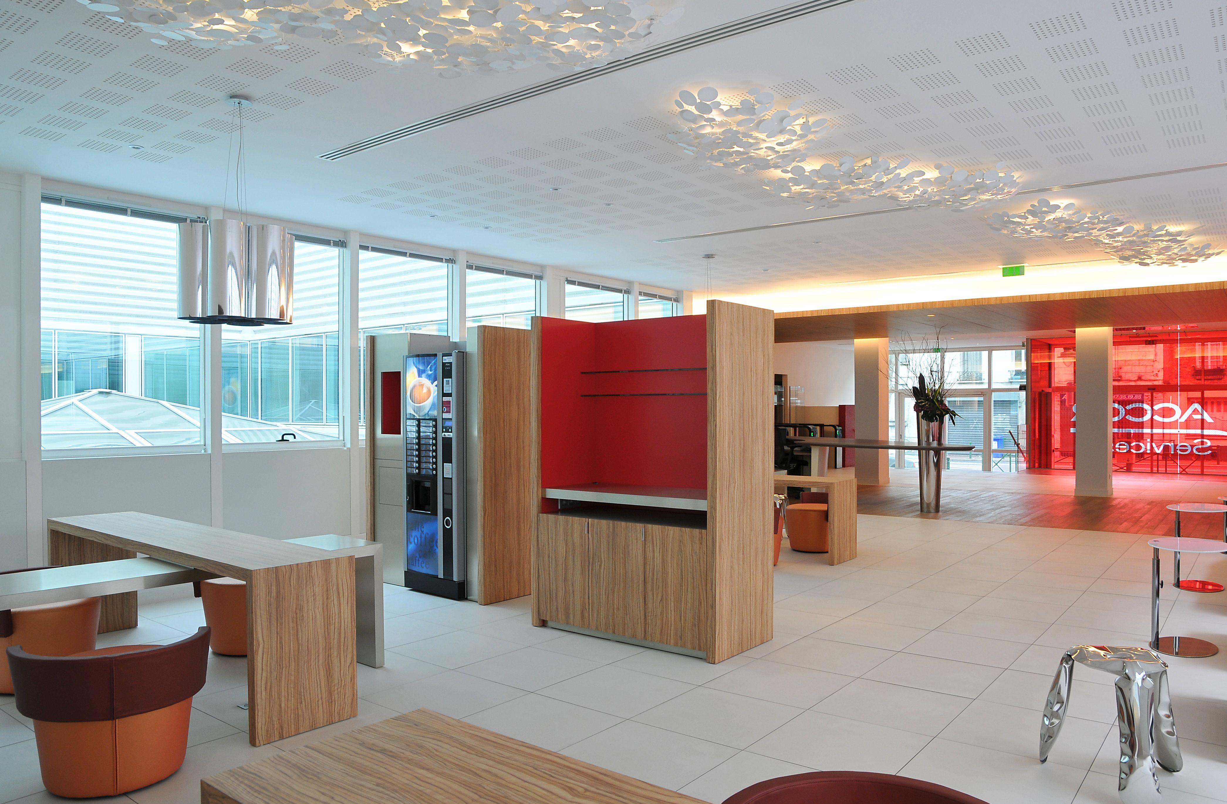 Cafétéria pour accor réalisée par cléram #style #design #bureau