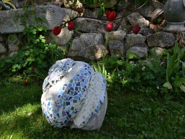 garten skulpturen zum selbermachen beton deko mosaik blau mauer, Garten und Bauten