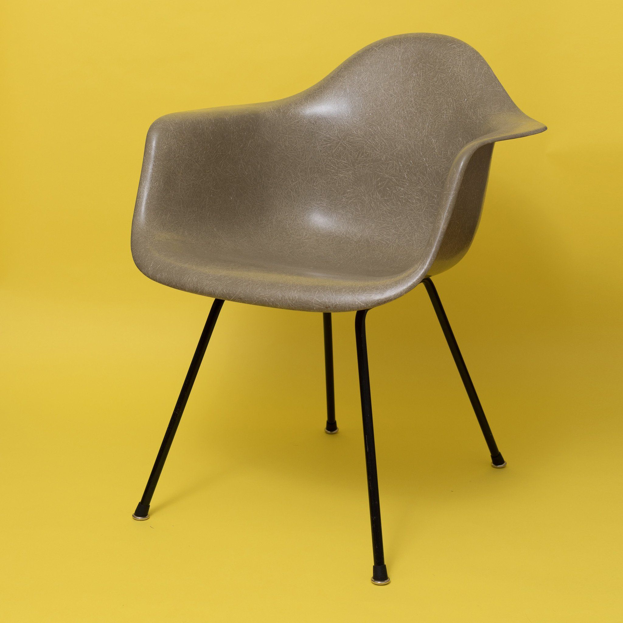 Raw umber Herman Miller DAX Eames chair Indretning