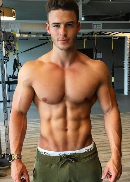Sixpack Hunk Plays With His Cock At The Gym
