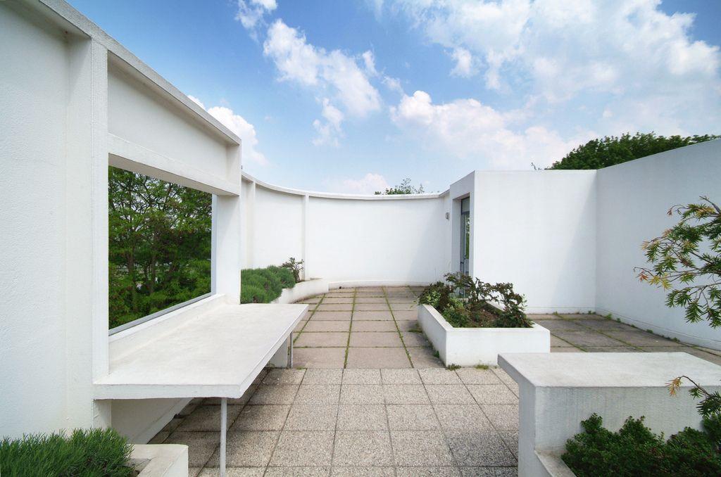 Villa Savoye upper roof garden Brutalist and Architecture - maison france confort brignoles