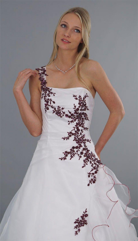 Brautkleid Modell Lilly - rot bestickt  Brautkleid weiß