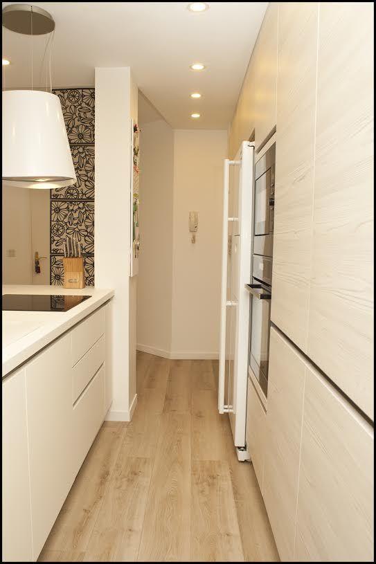Rénovation cuisine - Laqué blanc, Bois clair, épurée - Maya Saget