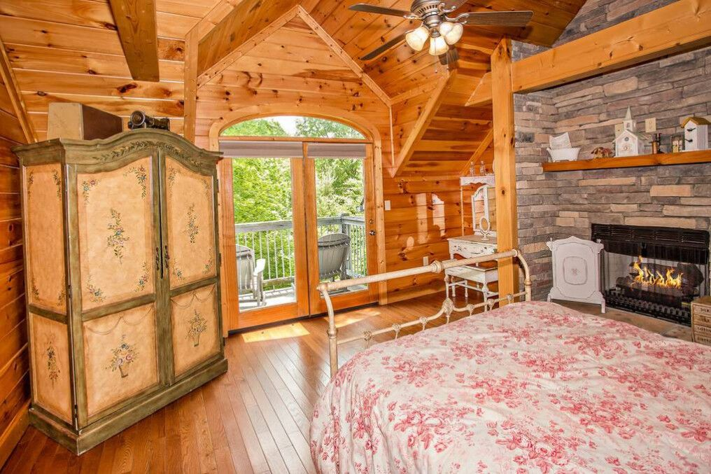Cabins In Pigeon Forge And Gatlinburg Tennessee Gas Fireplace