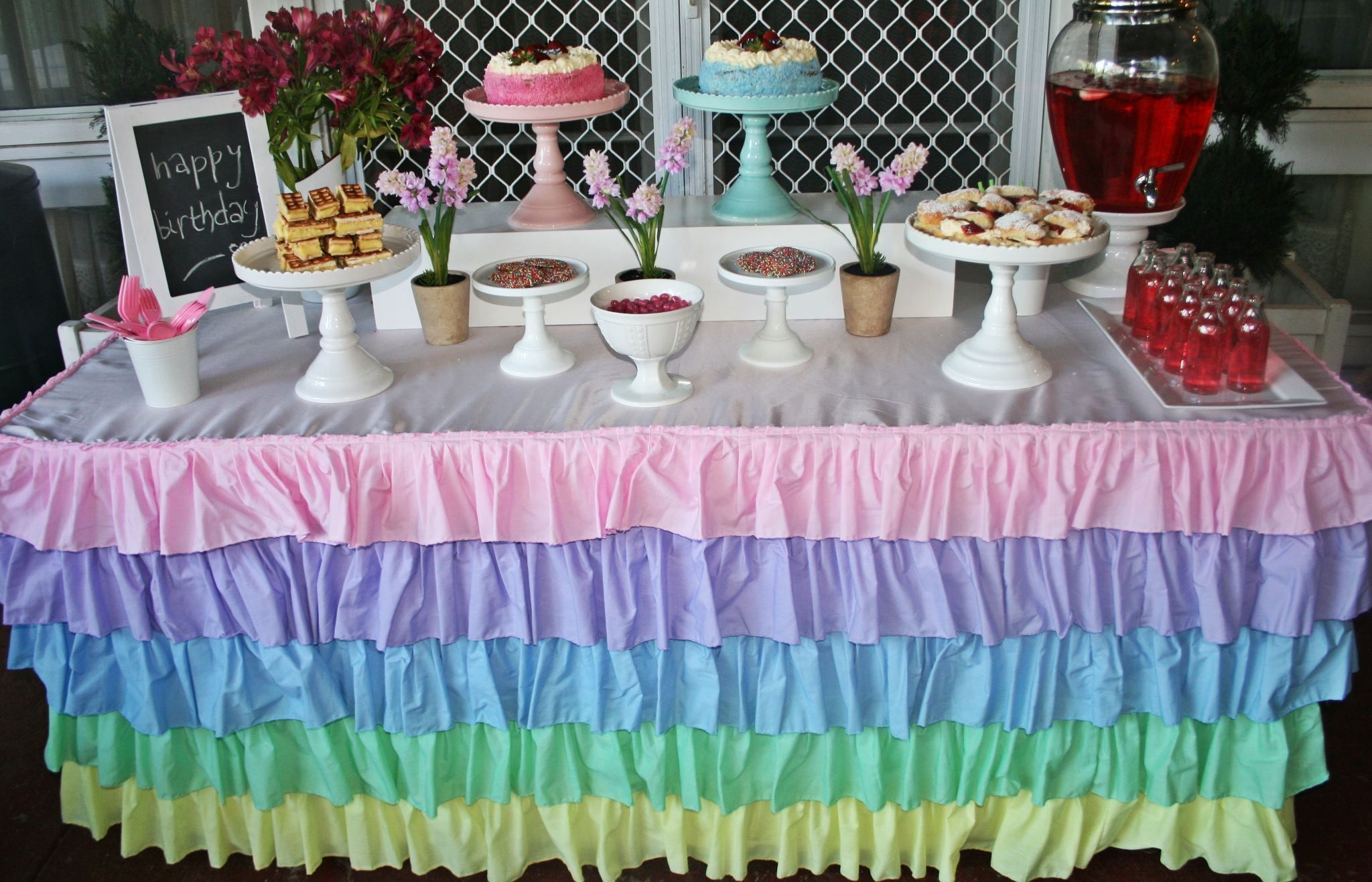 Pretty Pastel Ruffled Tablecloth,white,pink And Blue Cake Stands,drink  Dispenser,