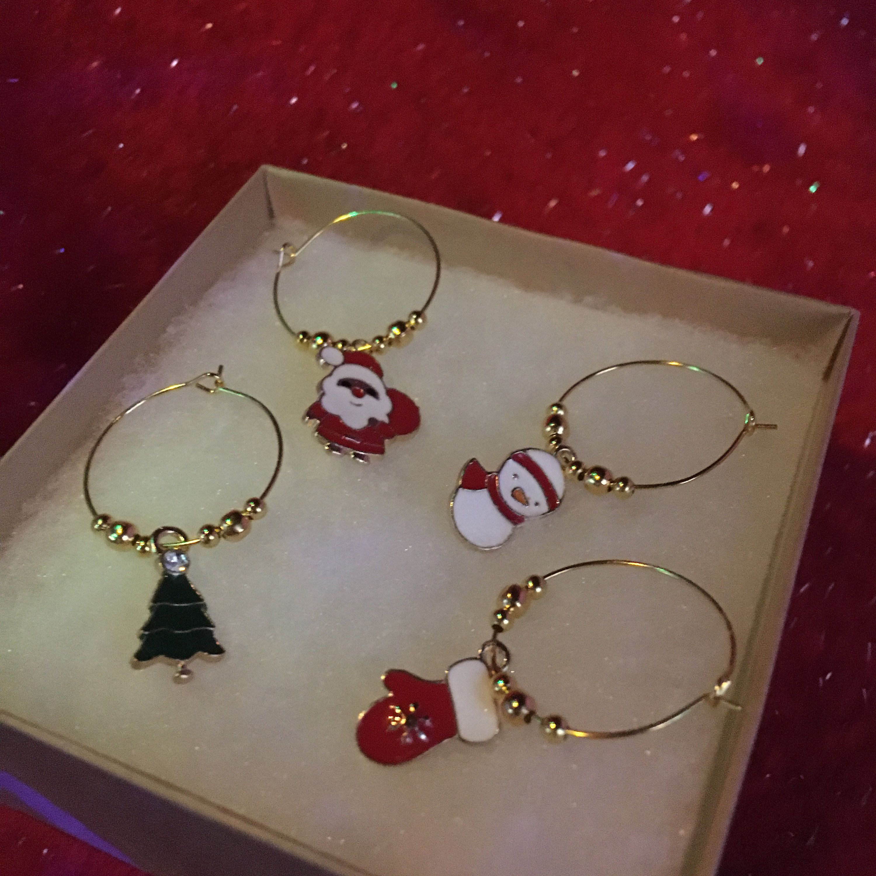 4 Pack Christmas Gold Wine Glass Charms Etsy In 2020 Wine Glass Charms Gold Christmas Wine Bottle Crafts