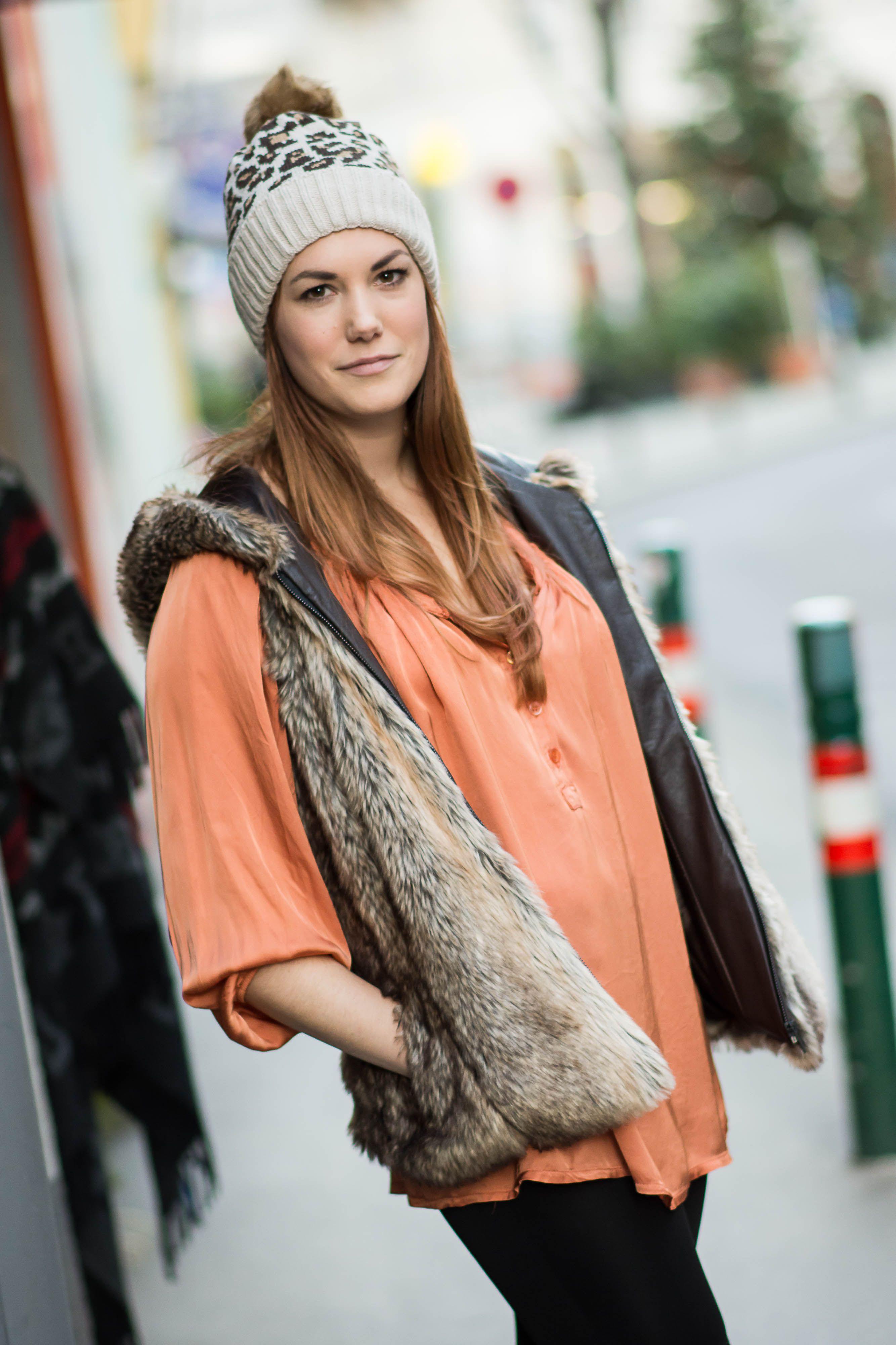 Bluse in Zimt, kombiniert mit ärmelloser Weste- sehr chic... www.mmel.at