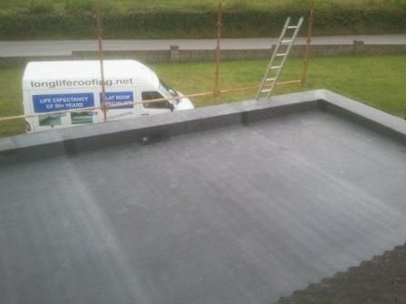 Rubber EPDM insulated warm roof with low parapet wall ...