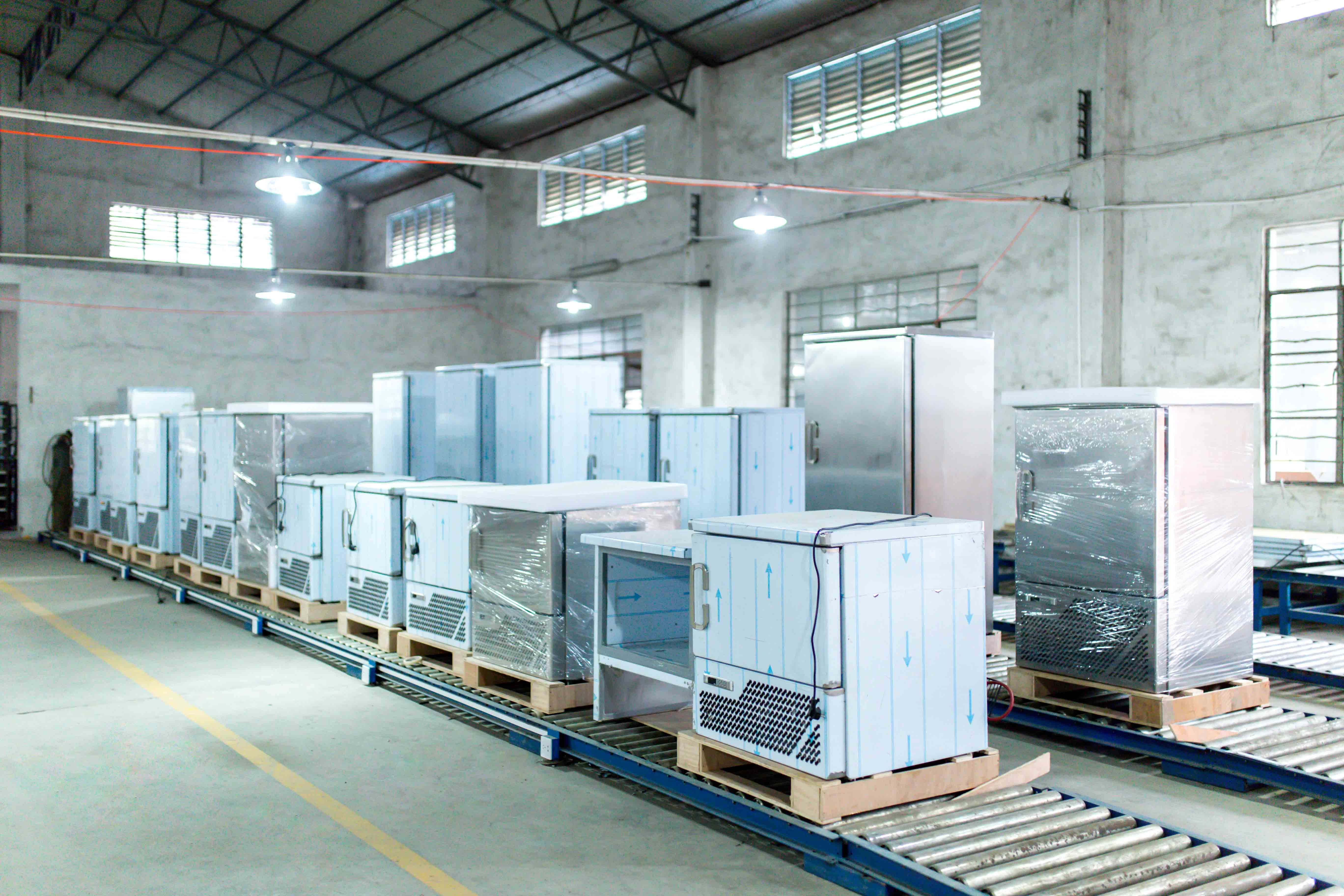 The blast chiller freezer can get the low temperature