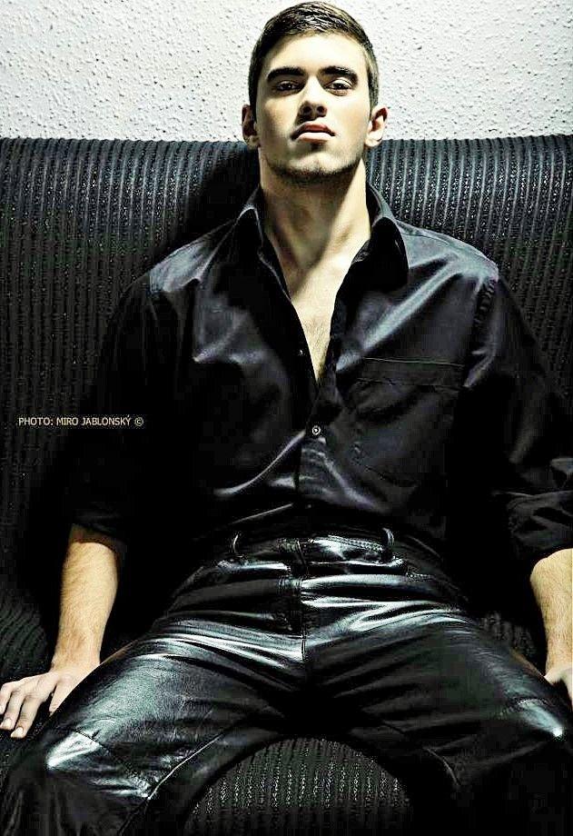 64c22ab1e65c hot young boy in leather pants ♥ Muži V Koži