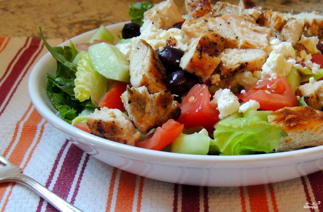 Салат греческий с курицей - рецепт с фото на Повар.ру ...