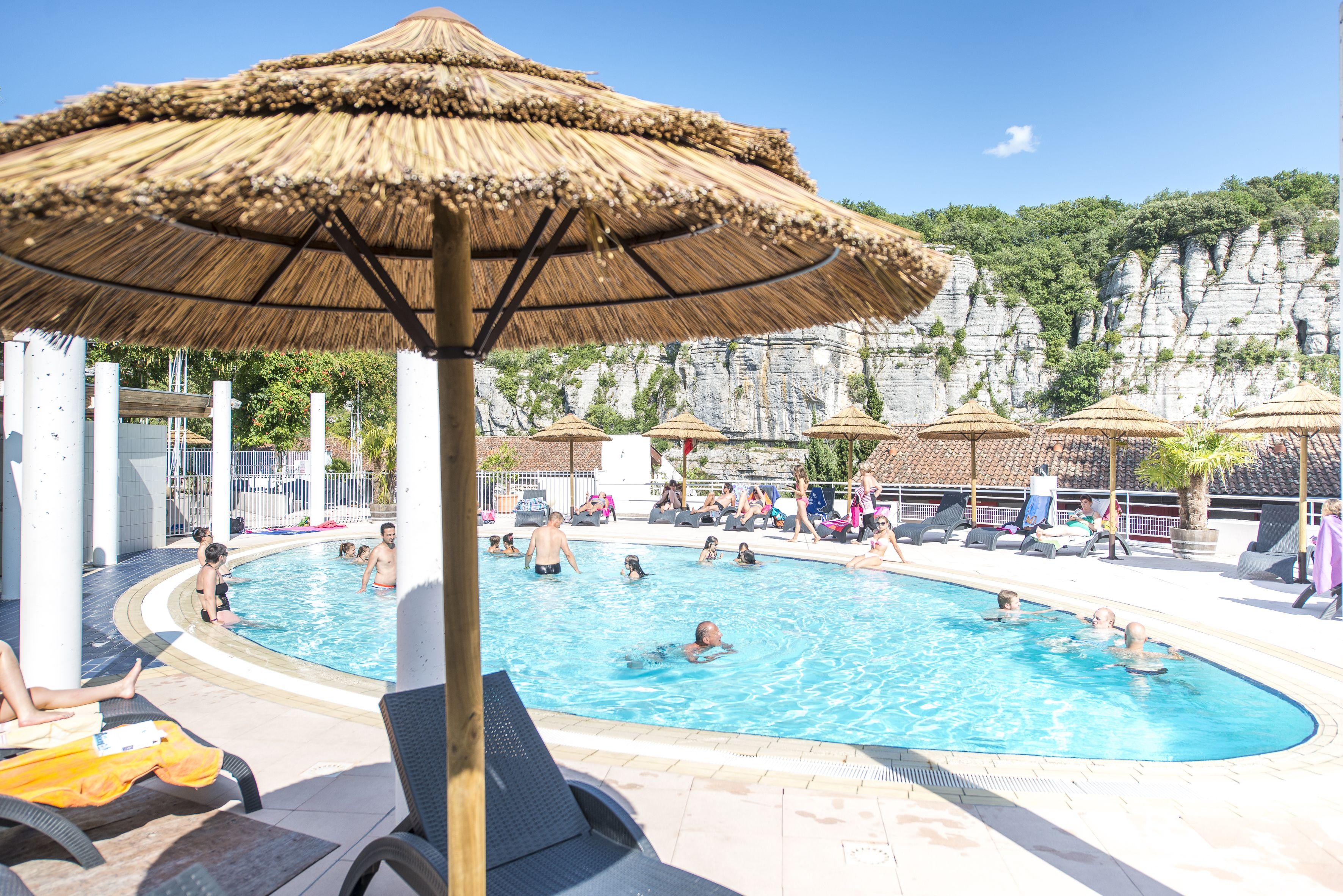 Pause baignade dans la piscine du Domaine Lou Capitelle | Le Domaine ...