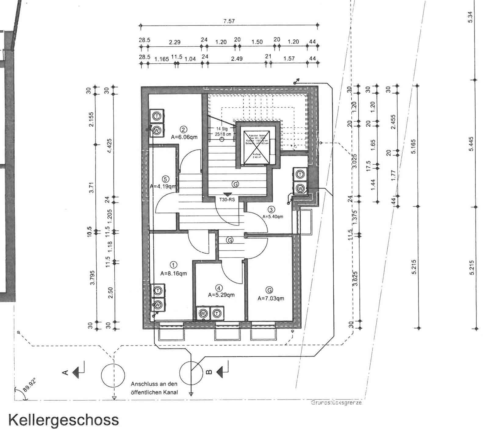 Bildergebnis für treppenhaus mit fahrstuhl maße Treppe