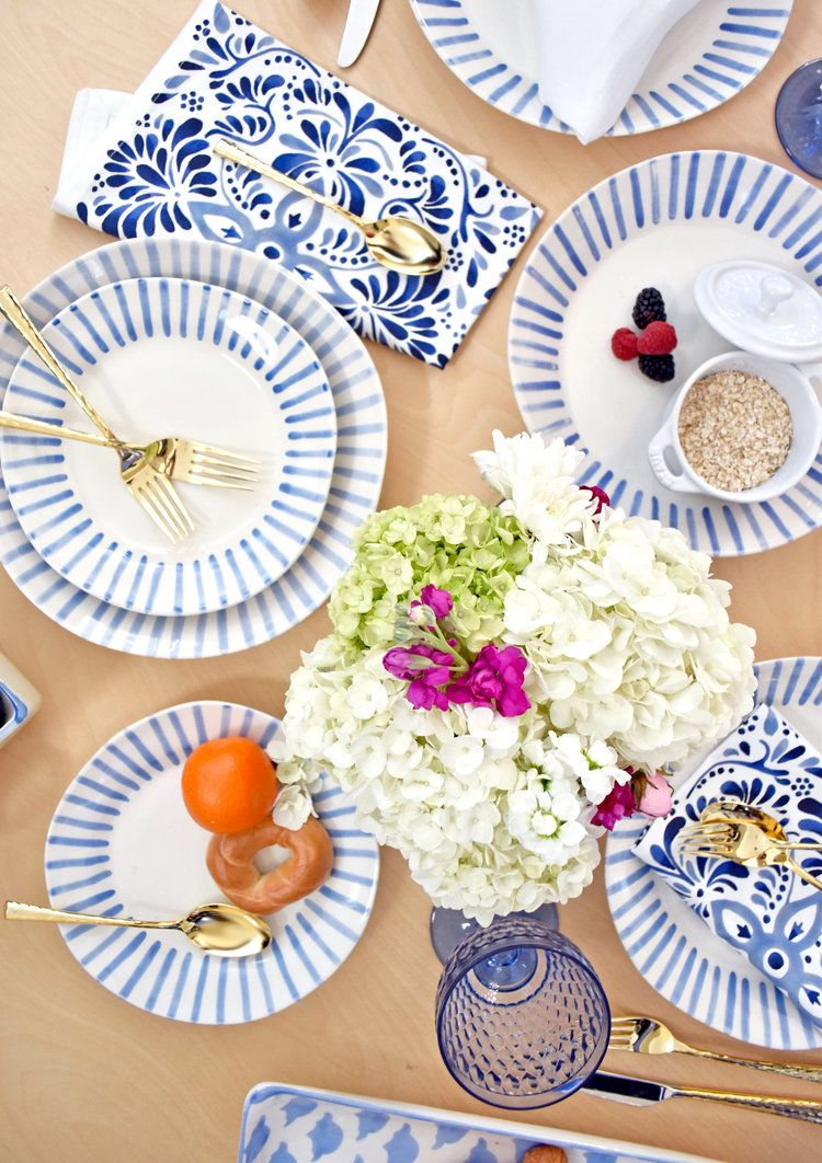 Fun Yet Simple Unique Yet Classic Modello Is The Blue And White Dinnerware Collection That Blue And White Dinnerware White Table Settings Classic Dinnerware