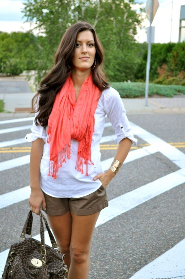 Eye-Catching Coral    http://chicstreetstyle.me/2012/07/11/eye-catching-coral/
