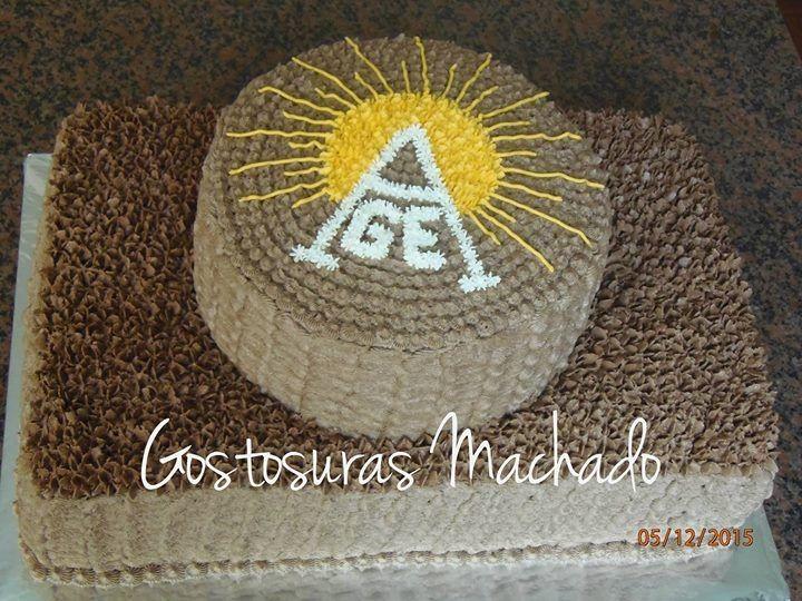 Bolo de chocolate com recheio de chocolate com cobertura de chantilly para aniversário do  Grupo do Escoteiro  Alvorada
