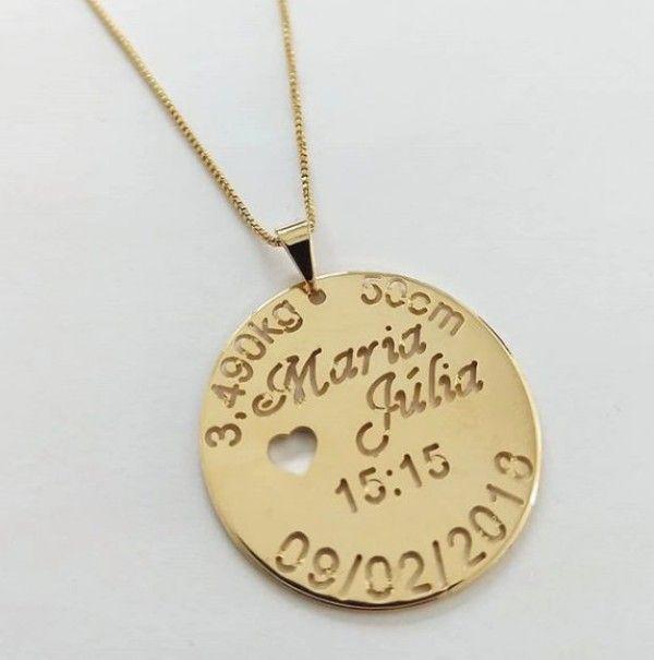 Gargantilha Medalha Vazada Dados do Nascimento em Banho de Ouro F ... f4cd8850c0