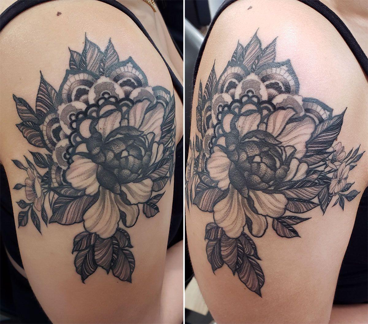 Pretty floral tattoo done by Doozer Soto #floraltattoo #paisleytattoo #dotworktattoo #doozersototattoo #tagtheqc #midwesttattoo #bngtattoo #blackandgreytattoo #bnginksociety
